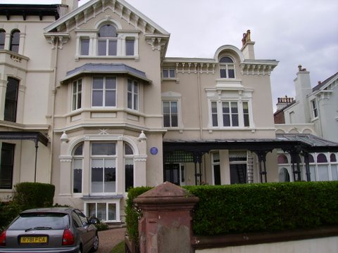Ex white star line house with external wall coating