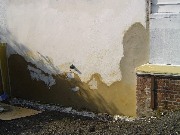 render repairs to a corner wall, final coat to be smoothed