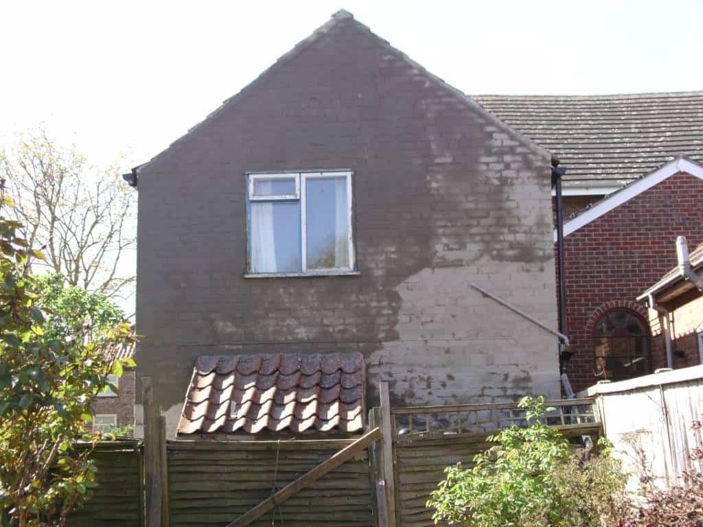 Latex render bagging coat on top of brickwork