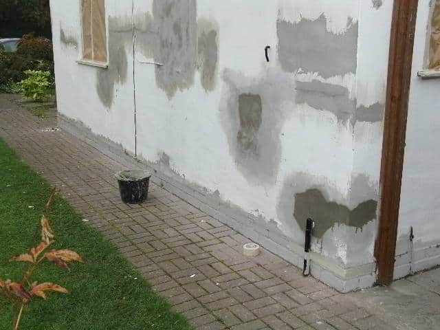 cracked house walls and repaired render