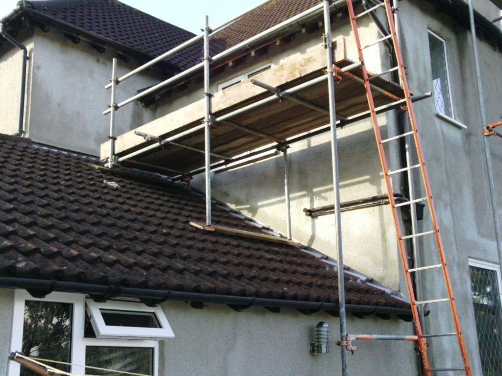 Scaffolding platform over a roof