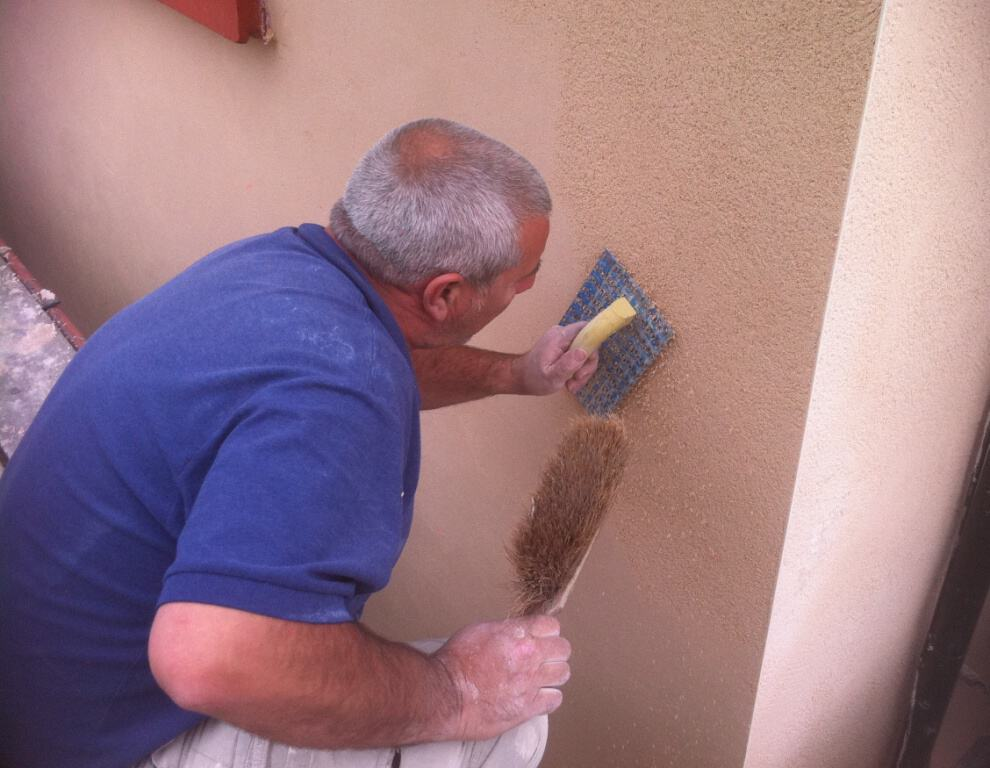 One of our team applying coloured render