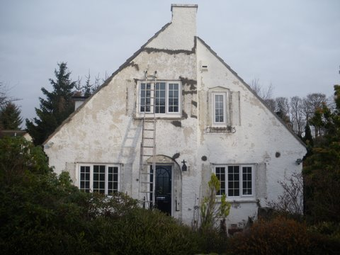 A Scottish house with a severe flaky paint problem! Help ma boab!