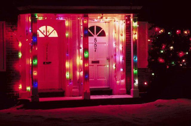 lighting-up-your-home-at-christmas.