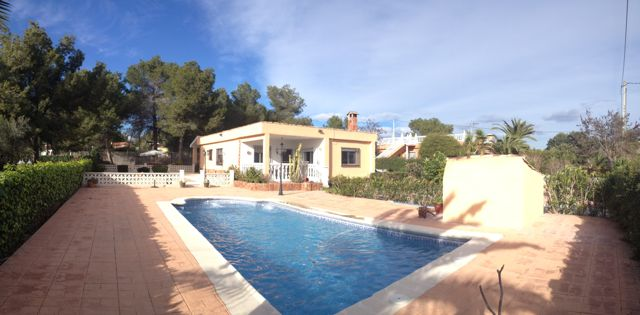 a house with a pool in valencia spain