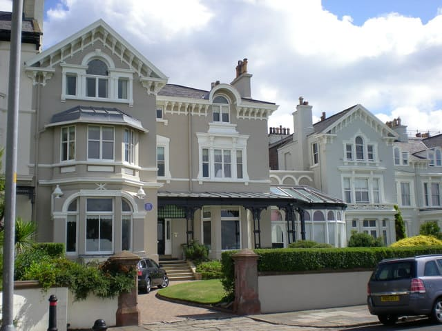 beach lawn house, titanic