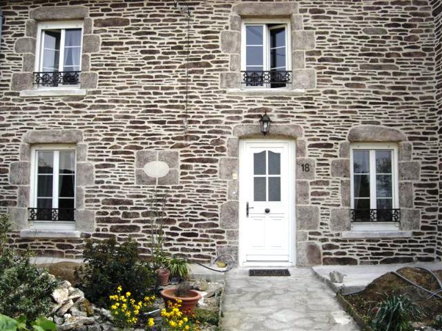 Scottish stone effect wall coating