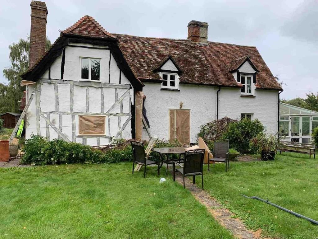 Cottage in Hertfordshire having work done to the outside walls