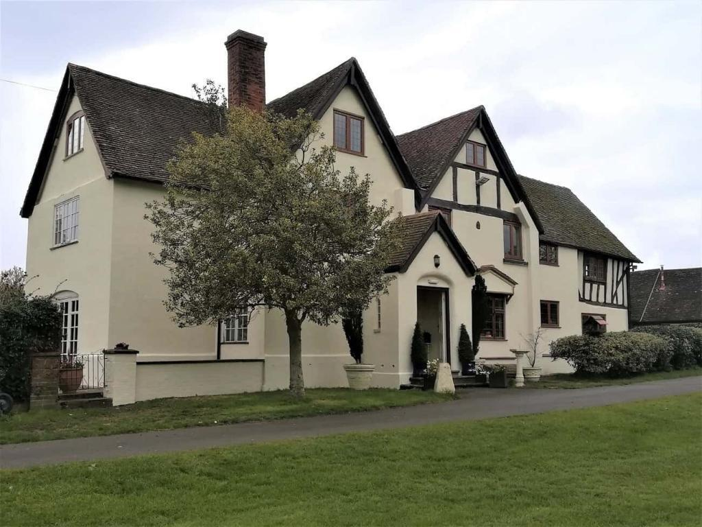 Front of grade 2 listed house after exterior painting-min