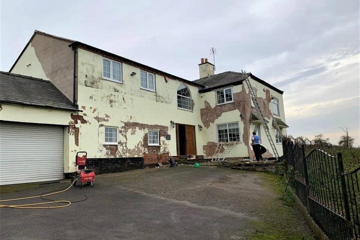 Large house in Lincolnshire having repairs prior to painting-min