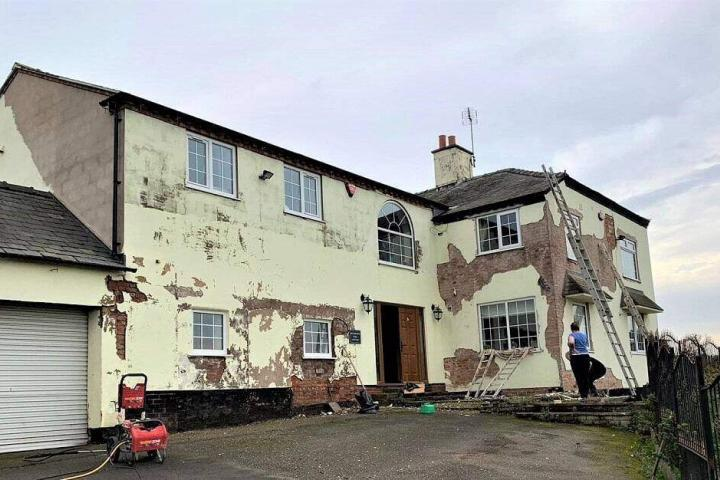 Our teams carry out a full external repair, refurbishment and restoration programme to the outside of your house