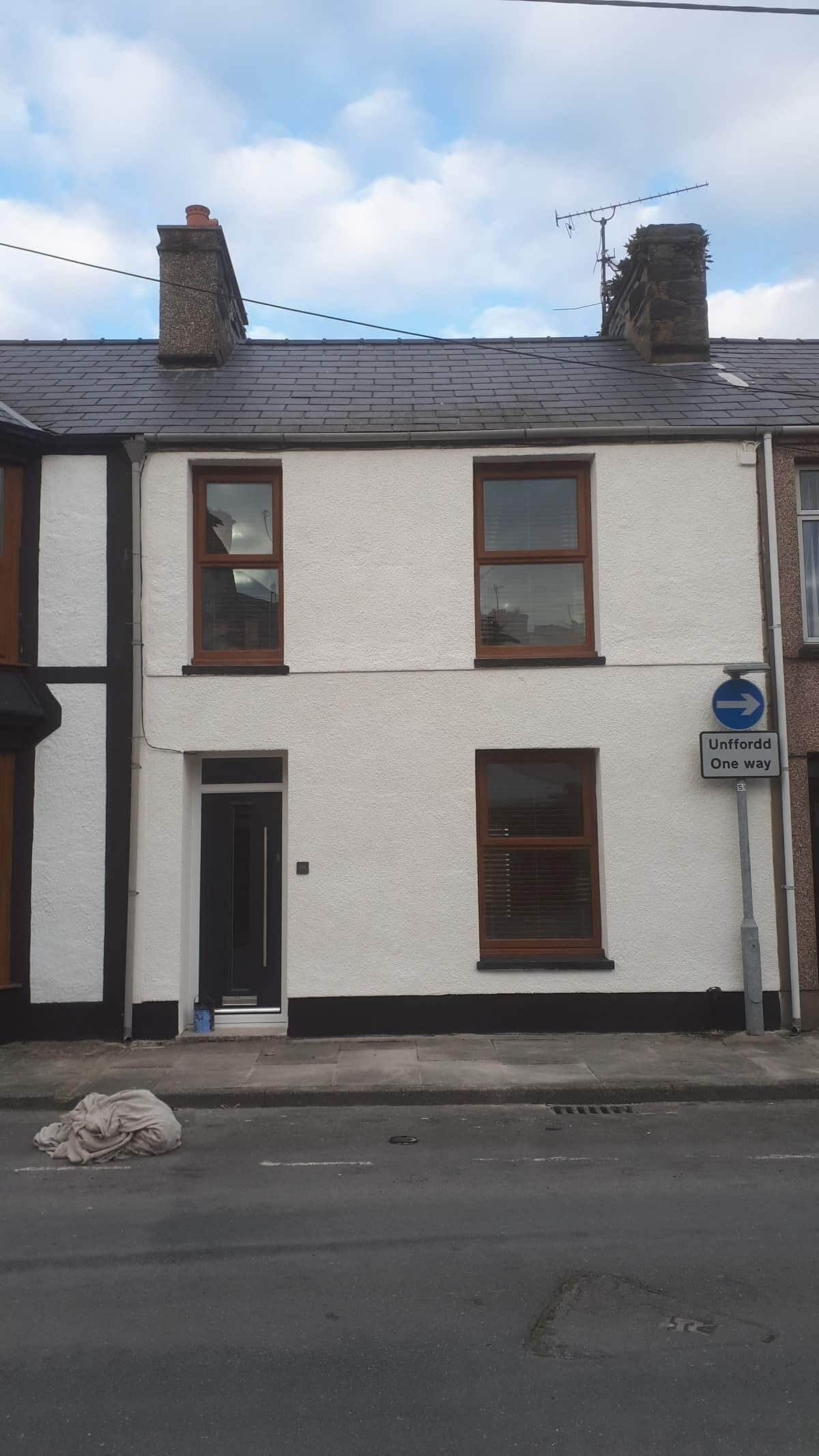 Terraced house in Porthmadog Wales freshly painted exterior with Wethertex wall coatings