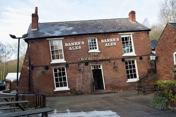 The-Crooked-House-in-Staffordshire