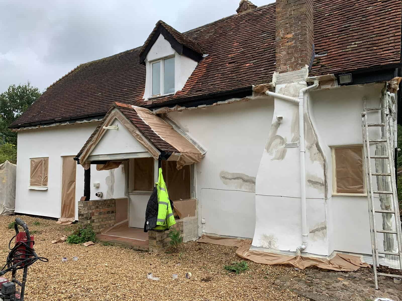 cottage in hertfordshire showing repairs to cracks in the walls