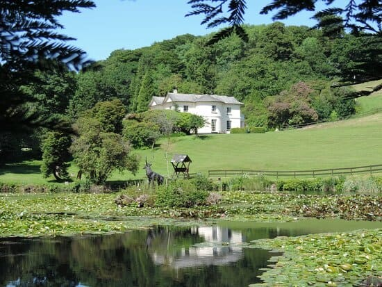 lake-with-manor-house cornwall